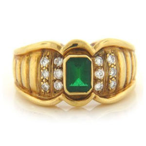FS3977 Diamond and Emerald Ring